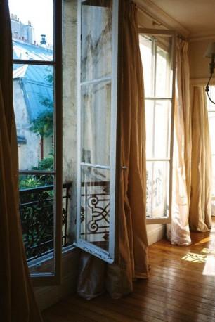 Zen 1 open windows plenty of light and earthy colours